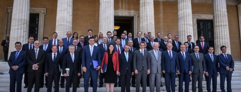 Δημοσκόπηση: Ποιοι είναι οι πιο δημοφιλείς υπουργοί της κυβέρνησης Μητσοτάκη;