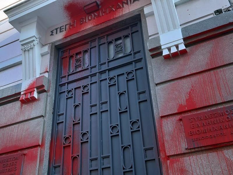 Ποινικές διώξεις σε 2 μέλη του Ρουβίκωνα για την επίθεση στο ΣΕΒ