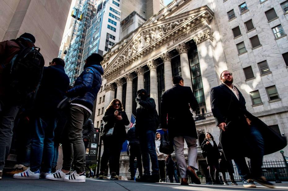 Τα εταιρικά κέρδη ανεβάζουν τη Wall Street, παρά τους αρνητικούς οιωνούς