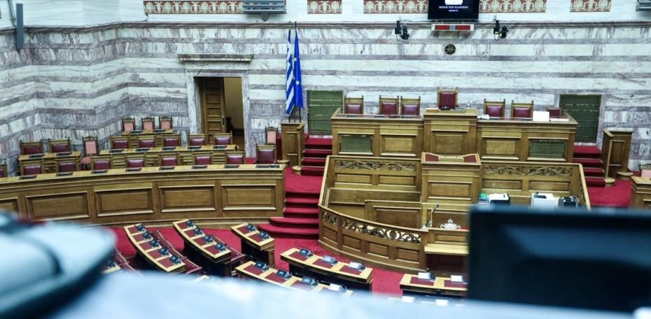 Δεν ζήτησα τα έδρανα της ΧΑ στη Βουλή, υποστηρίζει ο Βελόπουλος