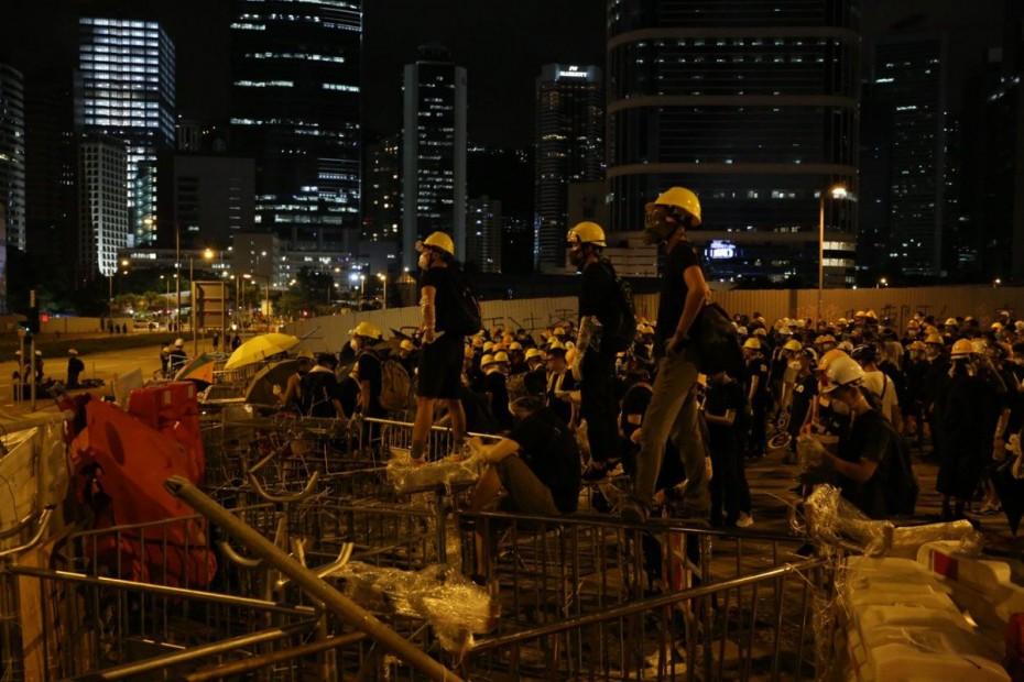 Με δακρυγόνα κατά διαδηλωτών η αστυνομία του Χονγκ Κονγκ