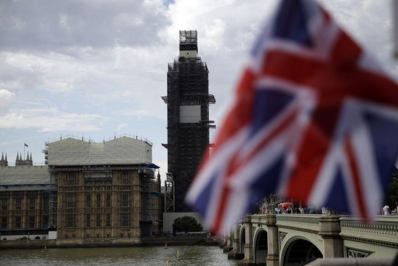 «Βράζει» η Βρετανία: Brexit στις 31 Οκτ. λέει η κυβέρνηση - Ο Τζόνσον κλείνει τη Βουλή, οι πολίτες μαζεύουν υπογραφές