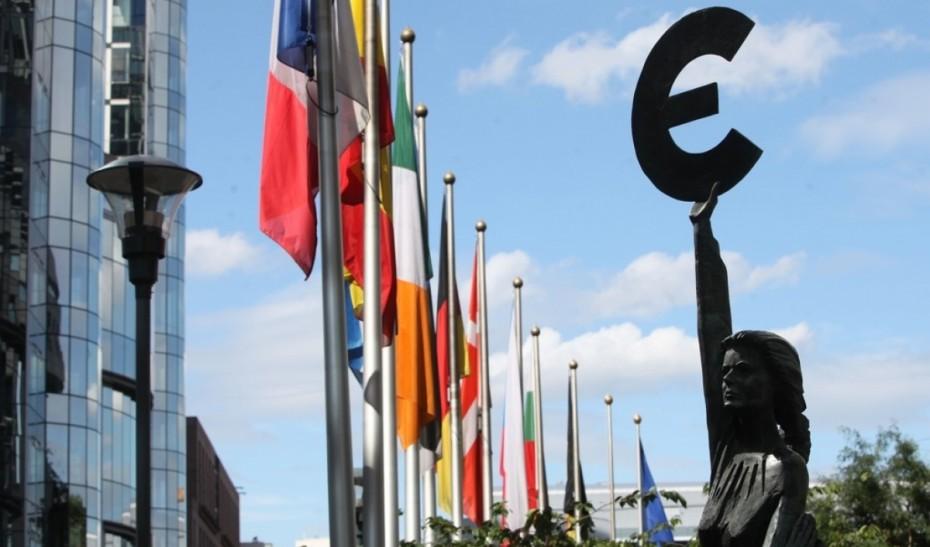 Την έκδοση νέου χρέους εξετάσει η Γερμανία