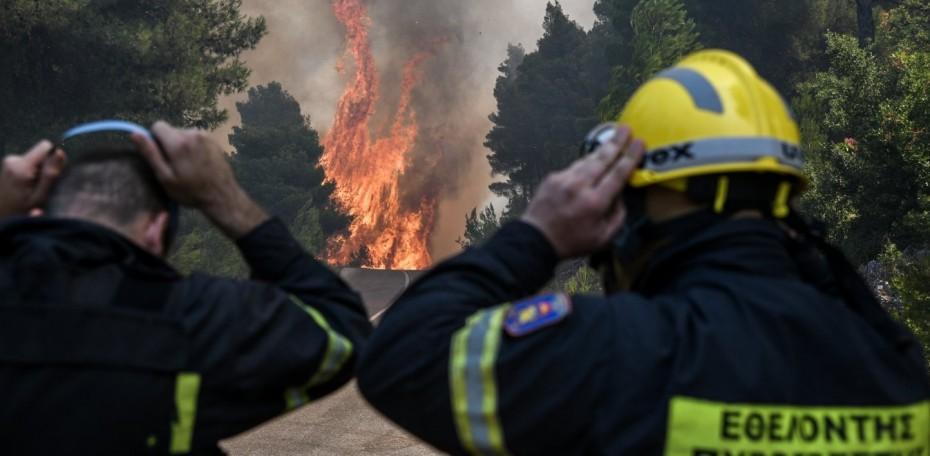 Συνεχίζονται οι μάχες με τις φλόγες σε Εύβοια και Βοιωτία