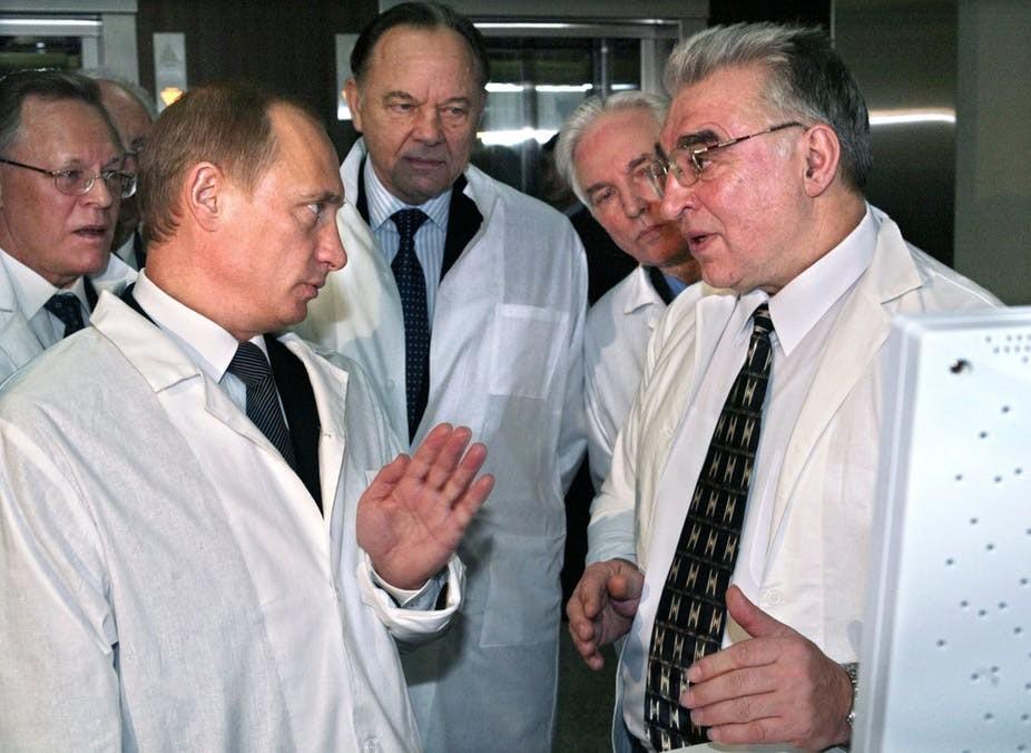 Ρωσία: Οι επιστήμονές μας παρακολουθούνται «24 ώρες το 24ωρο» από ξένους κατασκόπους