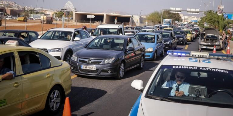 Ουρές χιλιομέτρων από τροχαίο στην ΕΟ Αθηνών - Λαμίας