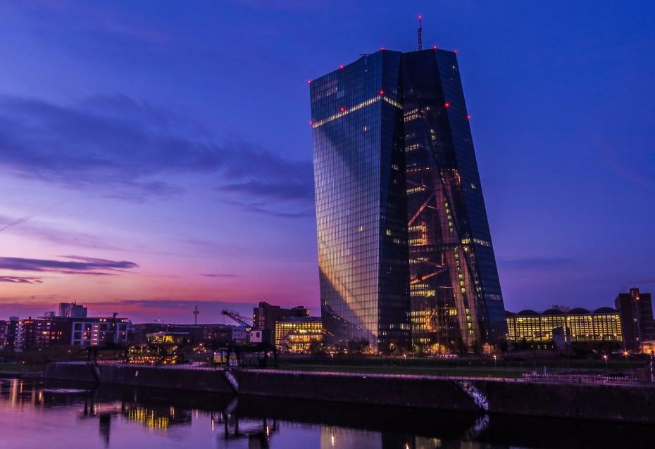 ΕΚΤ: Μείωση επιτοκίου και νέο QE