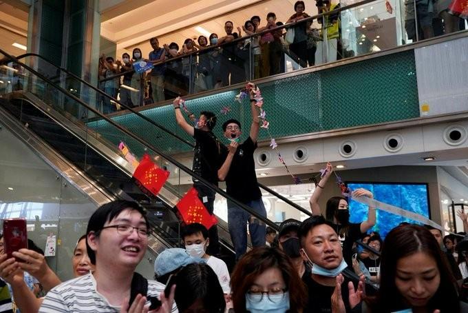 Νέα ένταση στο Χονγκ Κονγκ, μεταξύ διαδηλωτών και αστυνομίας