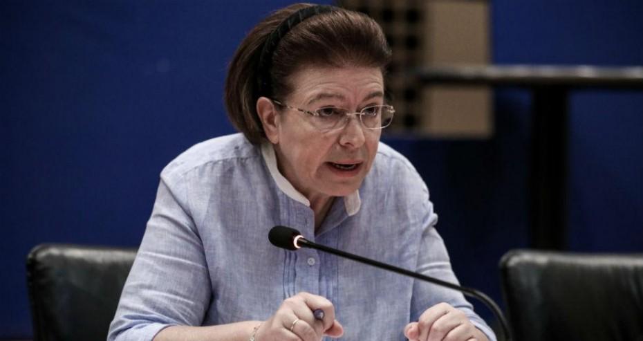 Η Μενδώνη επιμένει με την πρόταση δανεισμού των Γλυπτών του Παρθενώνα