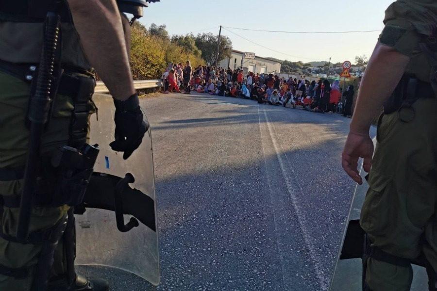 Διαμαρτυρία εκατοντάδων γυναικών στη Μόρια