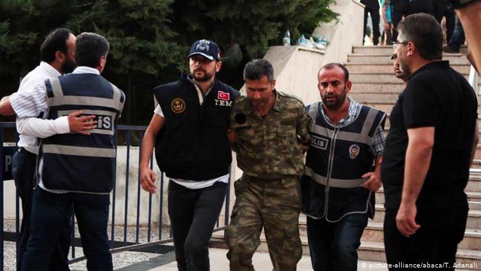 Συνεχίζονται οι συλλήψεις στην Τουρκία για το αποτυχημένο πραξικόπημα