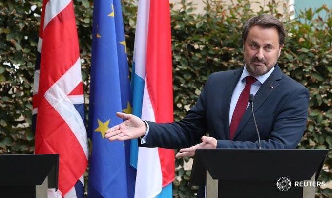 Εν μέσω αποδοκιμασιών, ο Τζόνσον δεν αλλάζει στάση για το Brexit