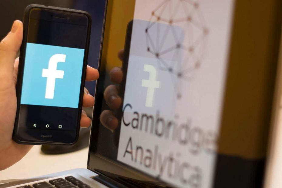 Πρόστιμο «χάδι» από το Facebook στους Βρετανούς για την Cambridge Analytica