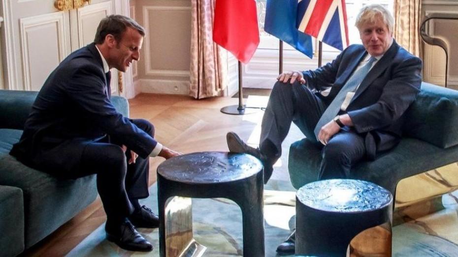 Νέες προτροπές του Μακρόν στον Τζόνσον για το Brexit