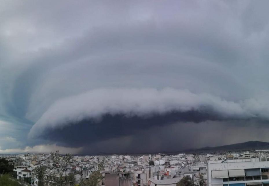 Το φαινόμενο shlf cloud εμφανίστηκε στην καταιγίδα που έπληξε την Αττική