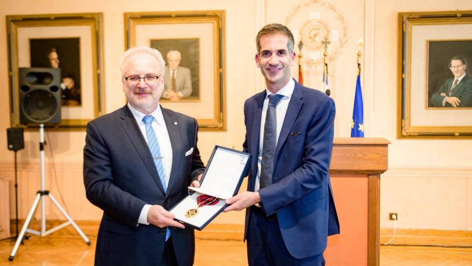 Το... μετάλλιο στη Λετονία από τον Μπακογιάννη