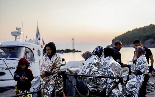 Πάνω από 100 νέες αφίξεις προσφύγων σε νησιά και Έβρο την Κυριακή