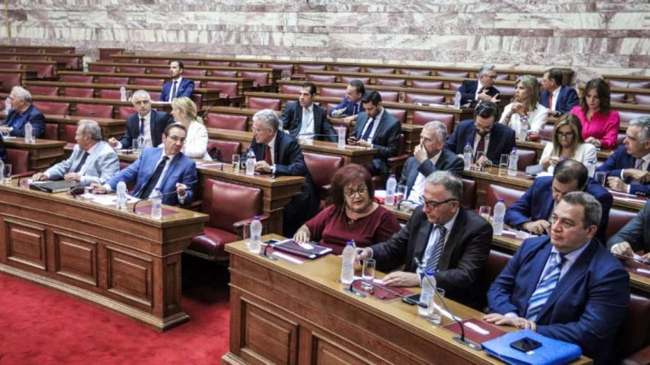 Κόντρα ΝΔ - ΣΥΡΙΖΑ στη Βουλή για τα δημοψηφίσματα