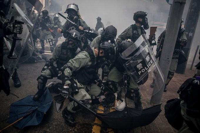 Τραυματισμός άνδρας από πυρά της αστυνομίας στο Χονγκ Κονγκ