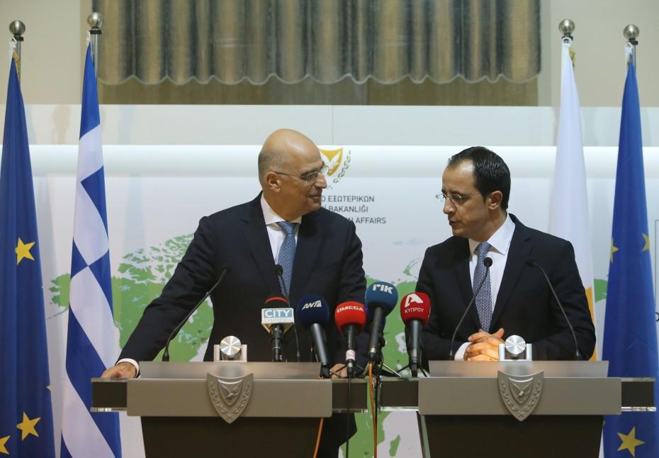 Υπογράφεται συνεργασία Ελλάδας - Κύπρου για θέματα αποδήμων