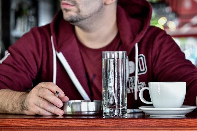 Κικίλιας για αντικαπνιστικό: Σχεδιάζουμε επιδότηση καφετεριών για θερμάστρες