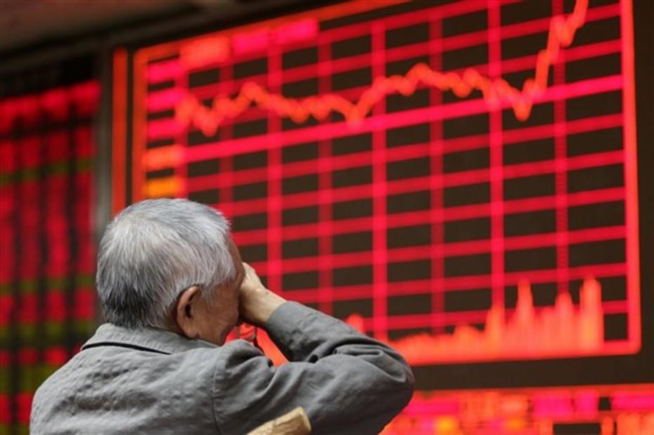 «Κόκκινο» στην Ασία με φόντο τα διττά μηνύματα από το εμπορικό «μέτωπο»