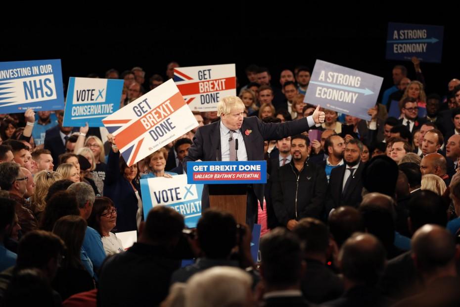 Οι Τόρις παραμένουν μπροστά στις δημοσκοπήσεις για τις βρετανικές εκλογές
