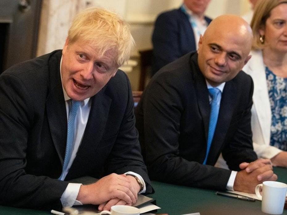 Μειώσεις φόρων για τους Βρετανούς τάζει ο Τζόνσον, πριν τις εκλογές