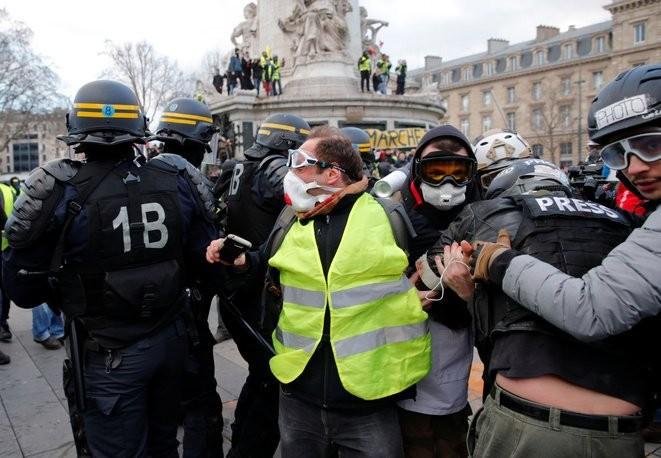 Καταστολή κατά των «Κίτρινων Γιλέκων» στο Παρίσι