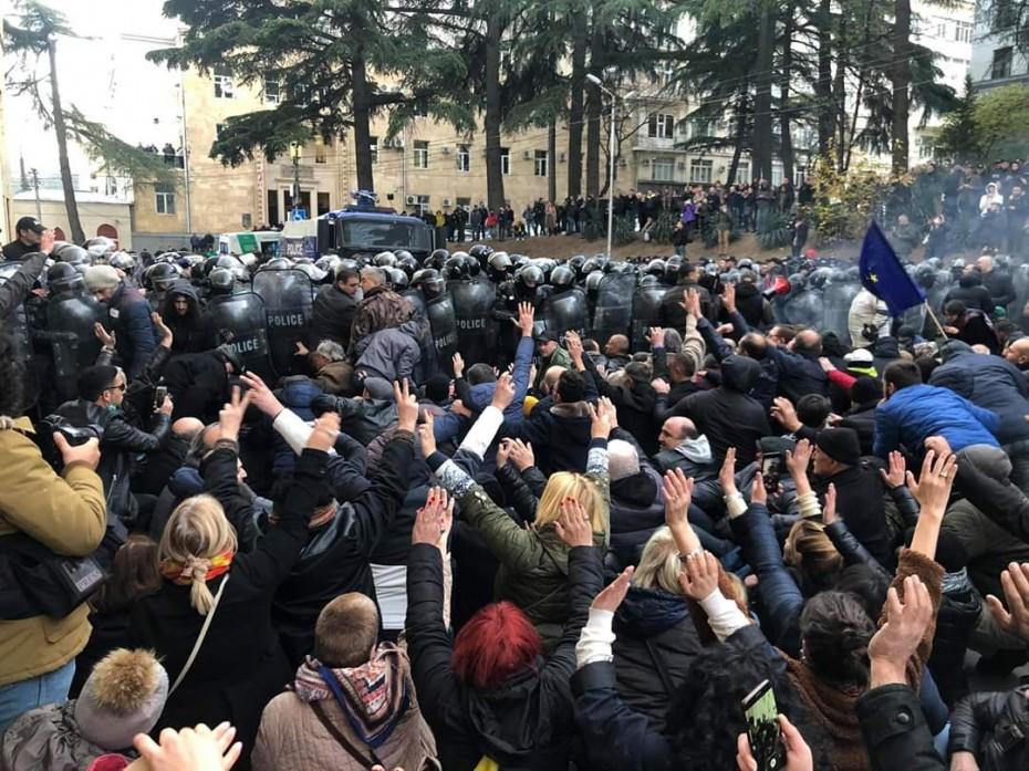 Μεγάλα επεισόδια στη Γεωργιά, σε αντικυβερνητική κινητοποίηση