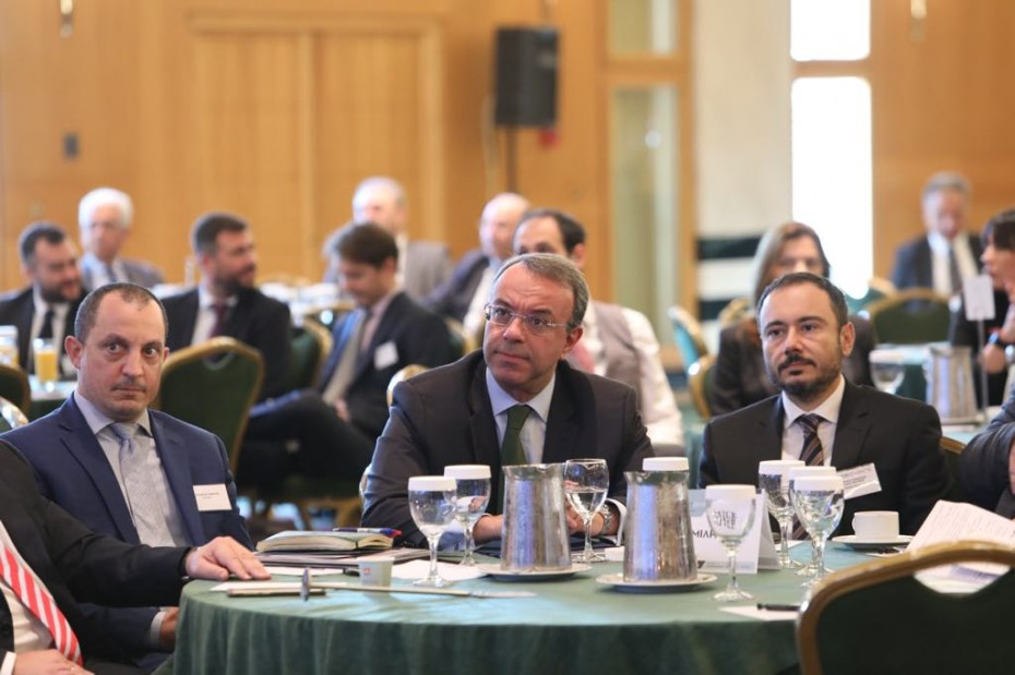 Δέσμευση Σταϊκούρα στους επιχειρηματίες για μείωση ασφαλιστικών εισφορών