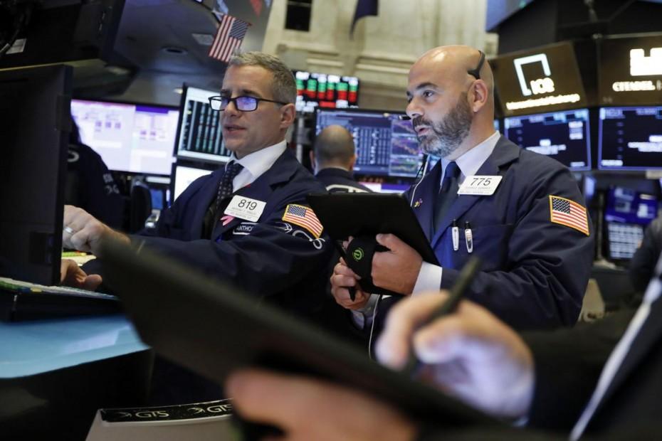 Ρευστοποιήσεις στη Wall Street, μετά τα χθεσινά ρεκόρ
