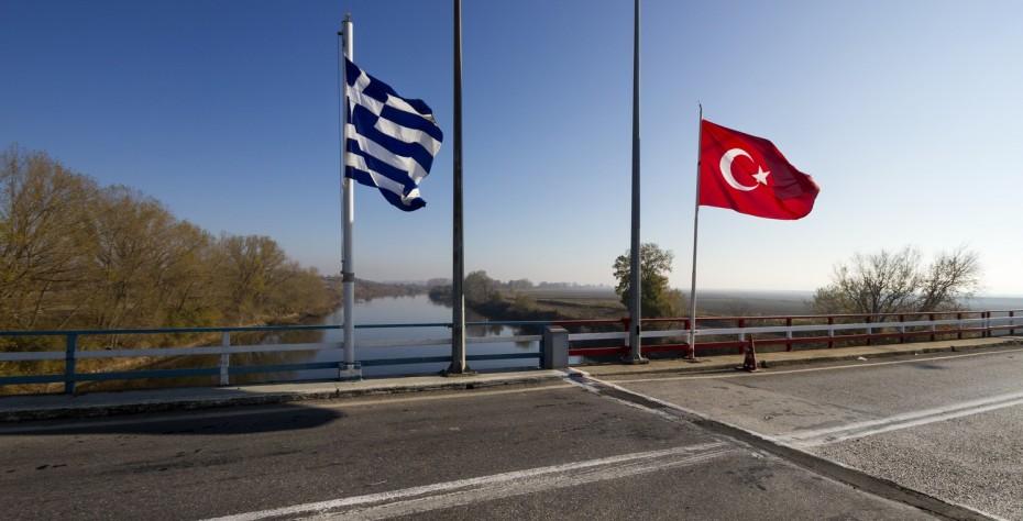 Συναγερμός στον Έβρο με τουρκική σημαία σε ελληνική νησίδα