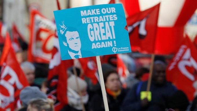 Γαλλία: Μειώσεις και αύξηση του ορίου συνταξιοδότησης από τον Μακρόν