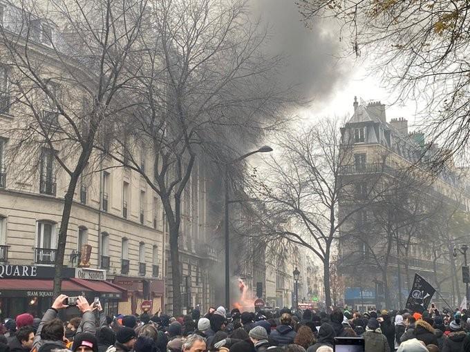 Επεισόδια στο Παρίσι, σε διαδήλωση κατά των αλλαγών στο συνταξιοδοτικό