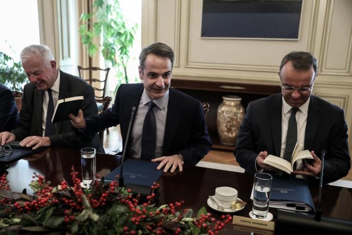 Το πρωθυπουργικό δώρο Χριστουγέννων στους υπουργούς