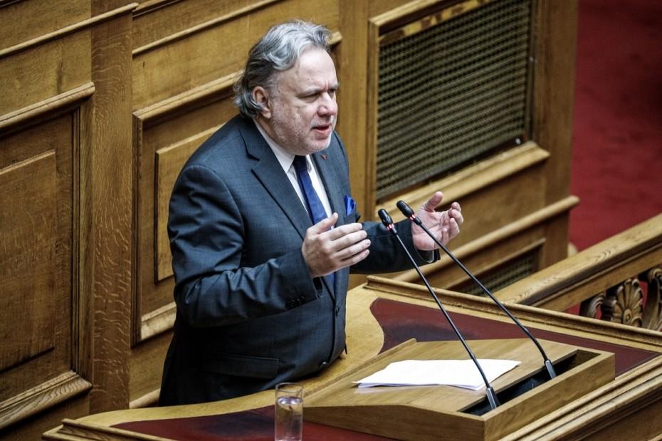 Παραμένουν 2 αιτήματα του ΣΥΡΙΖΑ για «ναι» στην ψήφο των αποδήμων