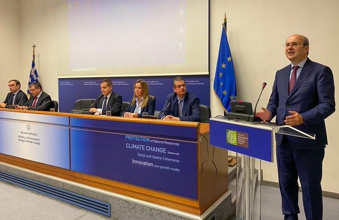 Χατζηδάκης: H Ελλάδα από τις πρώτες που θα αποσύρει πλαστικά μιας χρήσης