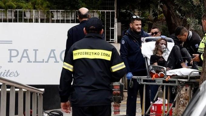 Τρεις σοβαρά τραυματίες από πυρκαγιά στη Λ. Συγγρού