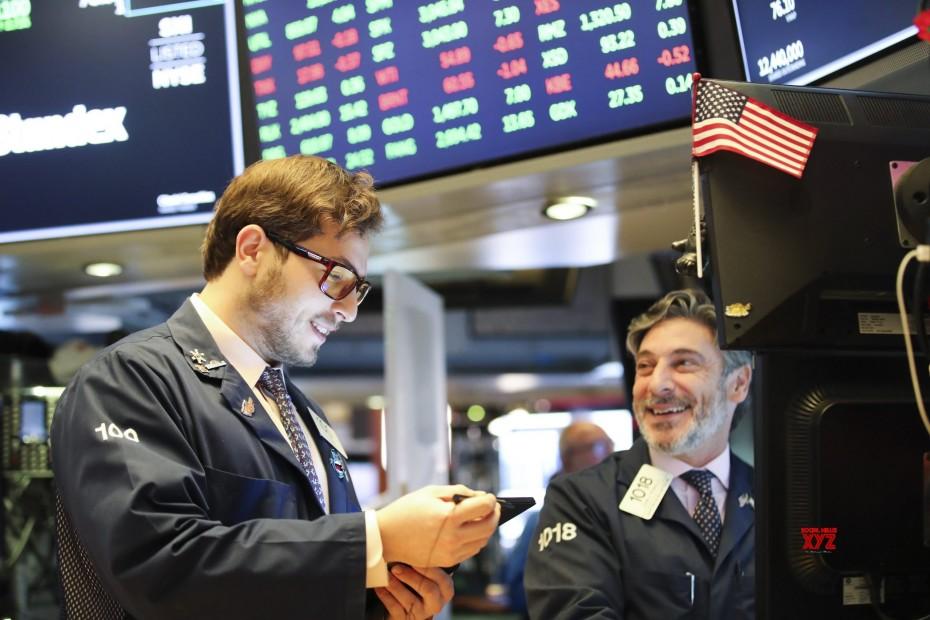 Σε νέα ιστορικά υψηλά η Wall Street