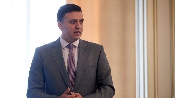 Ο Κικίλιας διαψεύδει το κλείσιμο τμημάτων σε νοσοκομεία της Αττικής