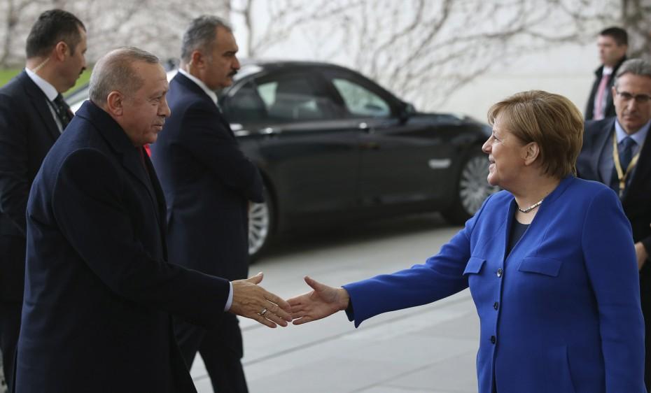 «Άδειασμα» Μέρκελ στην απόφαση της Μπούντεσταγκ για το MoU Τουρκίας - Λιβύης