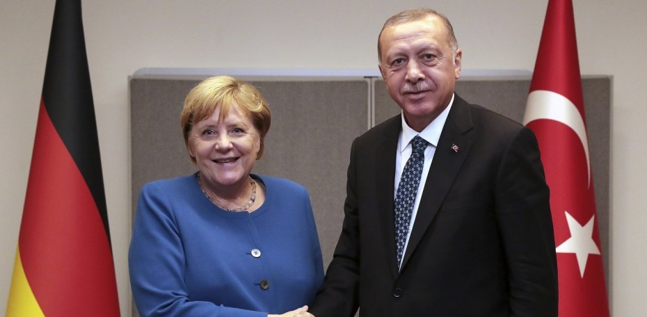 Bild: «Ο Σουλτάνος του Βοσπόρου» υπαγόρευσε στη Μέρκελ τον αποκλεισμό της Ελλάδας από τη Διάσκεψη