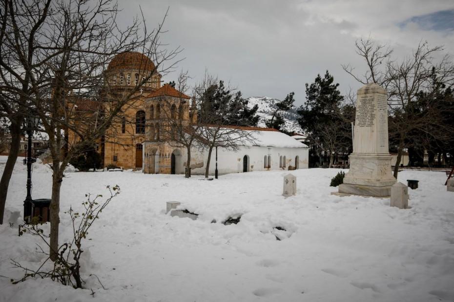 Βίλια: Χιόνι πάνω από ένα μέτρο - Εγκλωβισμένες οικογένειες για 10 μέρες!