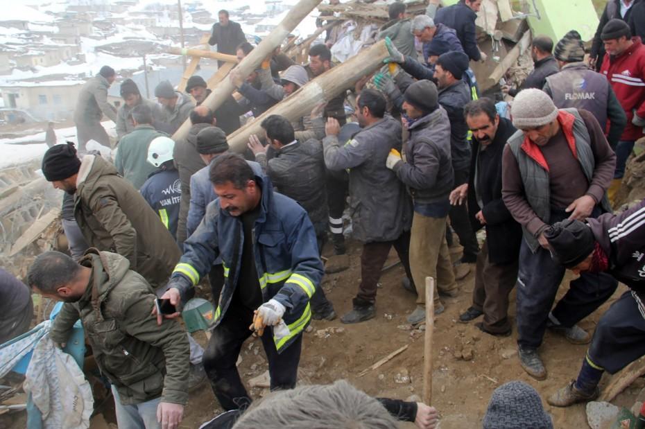 Σεισμός 5,7 Ρίχτερ στην Τουρκία - Τουλάχιστον 7 νεκροί