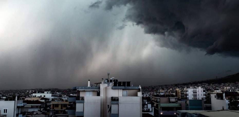 Βροχές και καταιγίδες και στην Αττική έως το απόγευμα του Σαββάτου