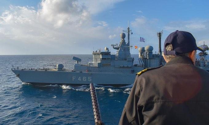 Bild: Η Ελλάδα στέλνει 50 πολεμικά πλοία για προστασία των νησιών