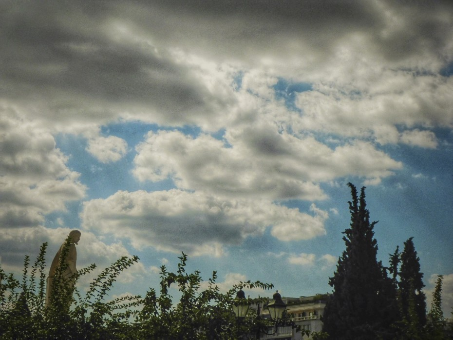 Ο καιρός σήμερα: Λίγες νεφώσεις και μικρή πτώση της θερμοκρασίας