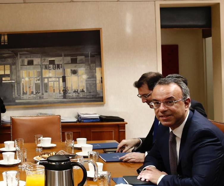 Ο Σταϊκούρας ετοιμάζει μέτρα στήριξης των επιχειρήσεων λόγω του κοροναϊού