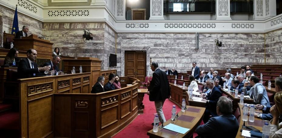 «Πεδίο μάχης» η Βουλή για το ασφαλιστικό